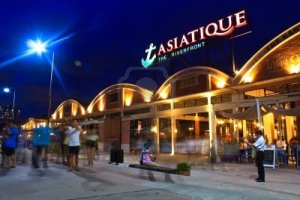 Asiatique, new hang out place at night by the river. A Bangkok local/ regular would be reminded of the former Night Bazaar.