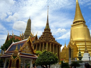 The Grand Palace or Wat Prakeaw, where the Emerald Buddha is sitituated. Cr: http://www.sightseeinggroup.com